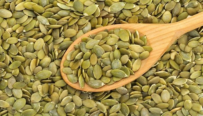 ۱۶ دلیل برای مصرف دانههای کدو تنبل
