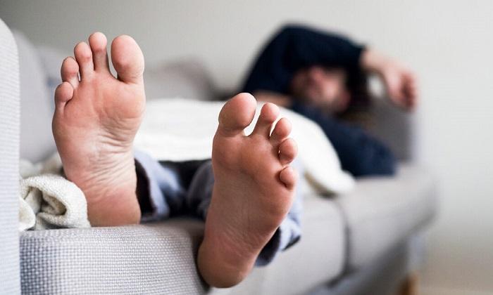 5 دلیل احساس درد در پا پس از بیدار شدن از خواب