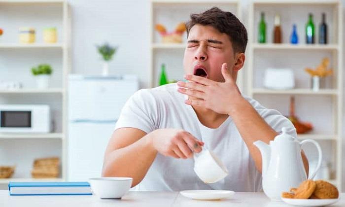 8 دلیل احساس خواب آلودگی پس از وعدههای غذایی