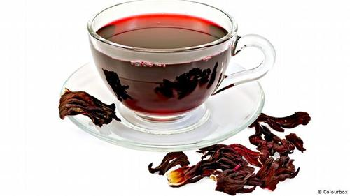 ختمی- گل ختمی (Hibiskus ) سرشار از ویتامین ث است و برای کاهش فشار خون موثر است. چای گل ختمی را میتوان بهصورت گرم و یا سرد نوشید. جالب اینکه کاربرد دارویی چای گل ختمی در میان قبایل آفریقایی نیز شناخته شده است.