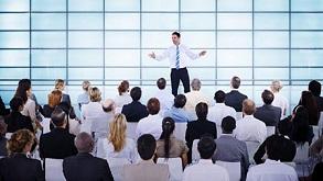 آیا شما هم هنگام صحبت کردن در جمع استرس می گیرید؟