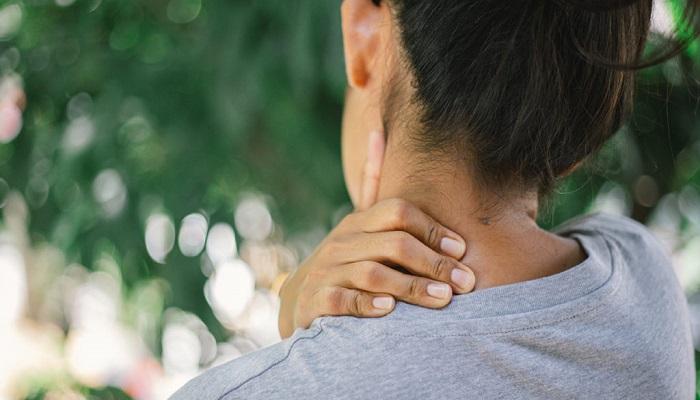 احساس درد در سمت چپ گردن؛ از دلایل تا درمان
