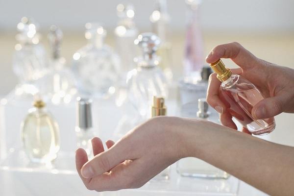 از فواید سلامت کنار گذاشتن عطر