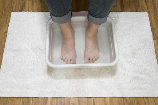 از فواید قرار دادن پا در آب داغ