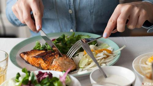 بعد از غذا ۸ کار نکنید