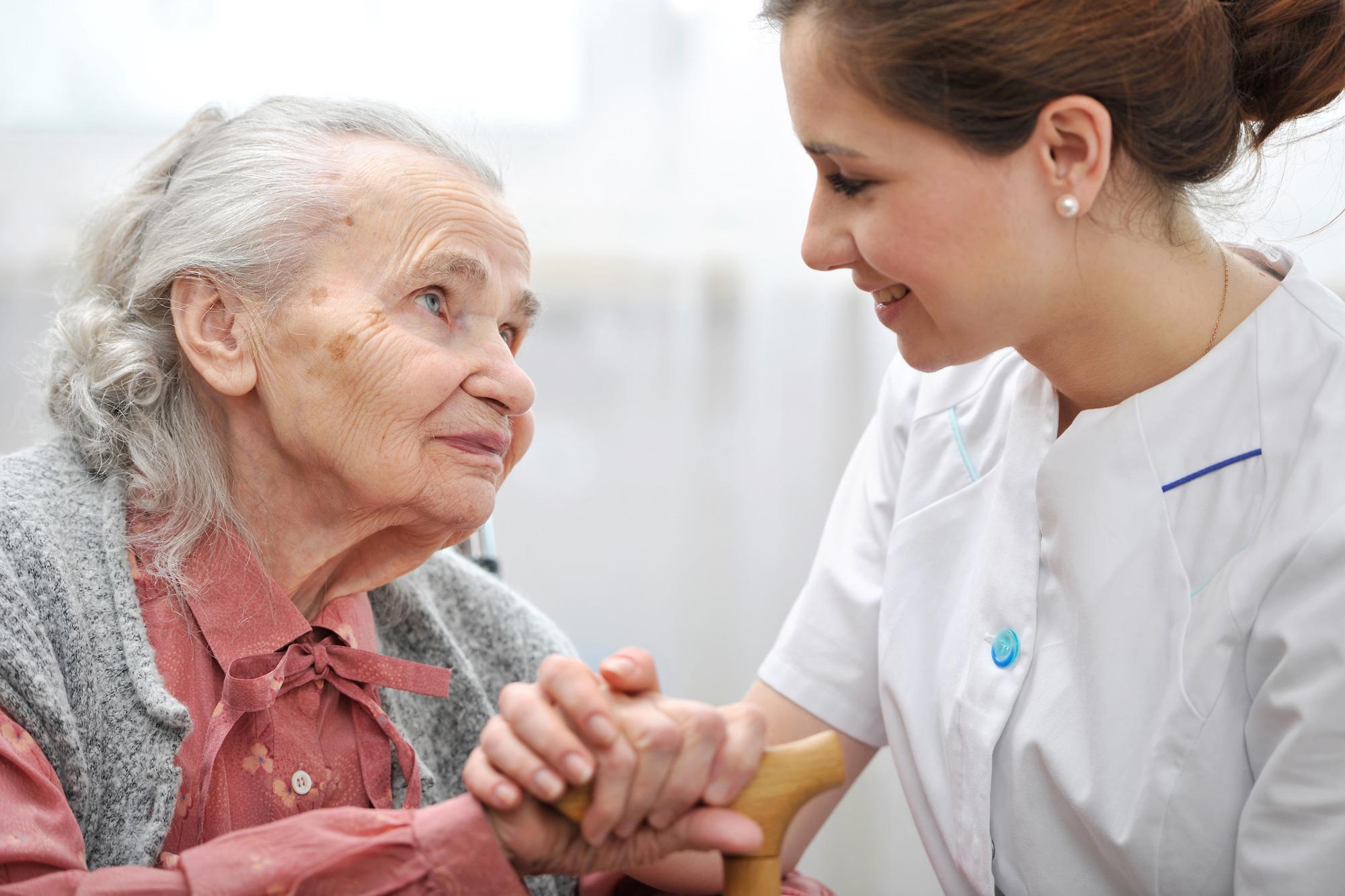 خطراتی که سلامتی سالمندان را تهدید می کنند