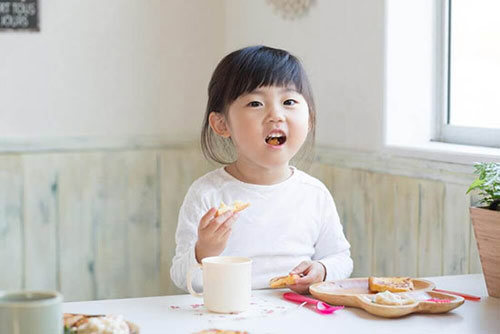 دو نوع رژیم غذایی برای کودکان چاق!
