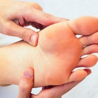 علت گزگز و درد کف پا
