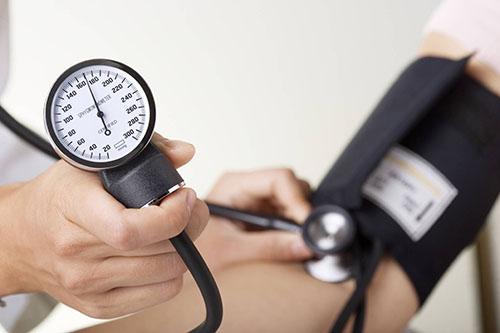 فشار خون چیست؟ و ۷ توصیه مهم برای درمان فشار خون