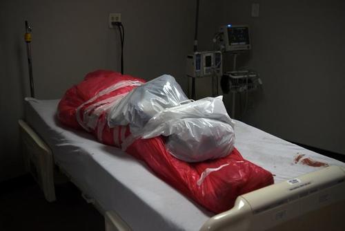 بسته شدن پرونده زندگی یک بیمار بدحال کرونایی در بیمارستانی در شهر هیوستون ایالت تگزاس آمریکا